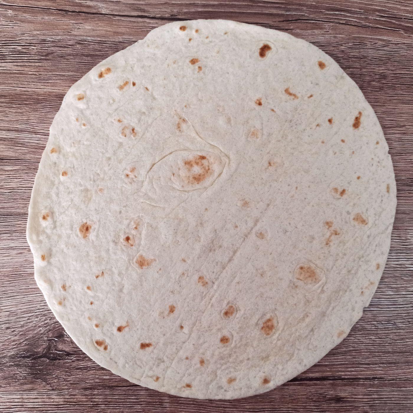 Pizza z celozrnnej tortilly - krok prípravy 1