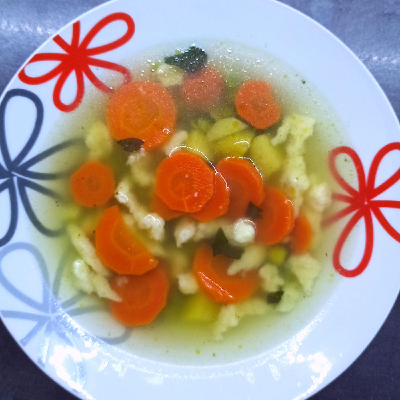 Zeleninová polievka so syrovými haluškami