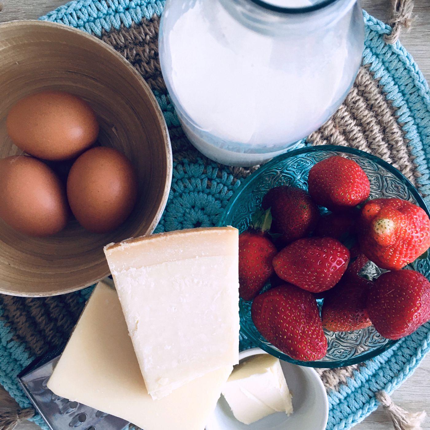 Vaječná omeleta s jahodami - krok prípravy 1