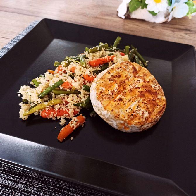 Náhľad receptu Grilovaný camembert s kuskusom a zeleninou